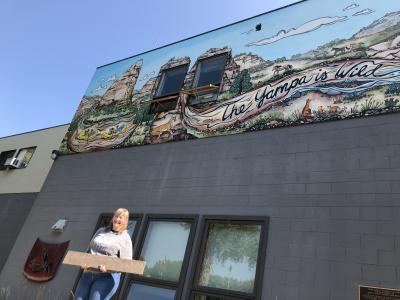 artist Jill Bergman at the Tour de Cranes event